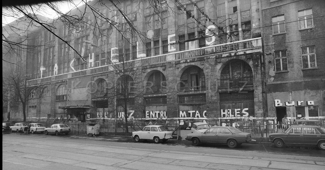 Nr01-070_Oranienburgerstraße-TACHELES-15.3.1990