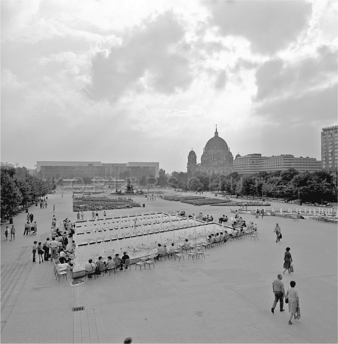 Nr01-074_Palast-der-Republik-19.6.1985