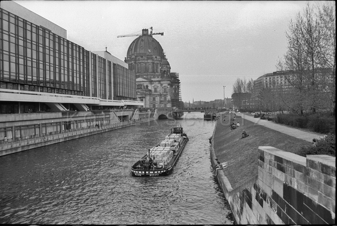 Nr01-082_Palast-der-Republik-161-1980