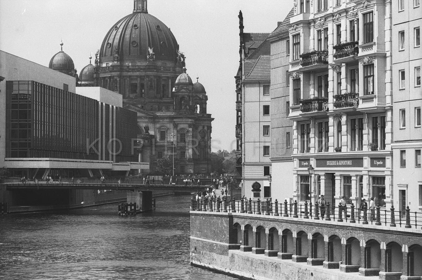 Nr01-090_Palast-der-Republik-20.6.1988