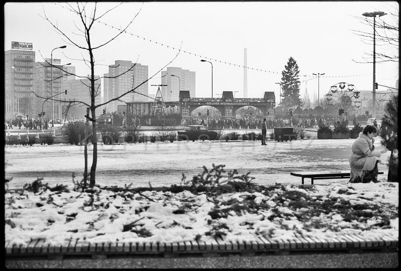 Nr01-130_Weihnachtsmarkt-Alexanderstraße-26.11.1985