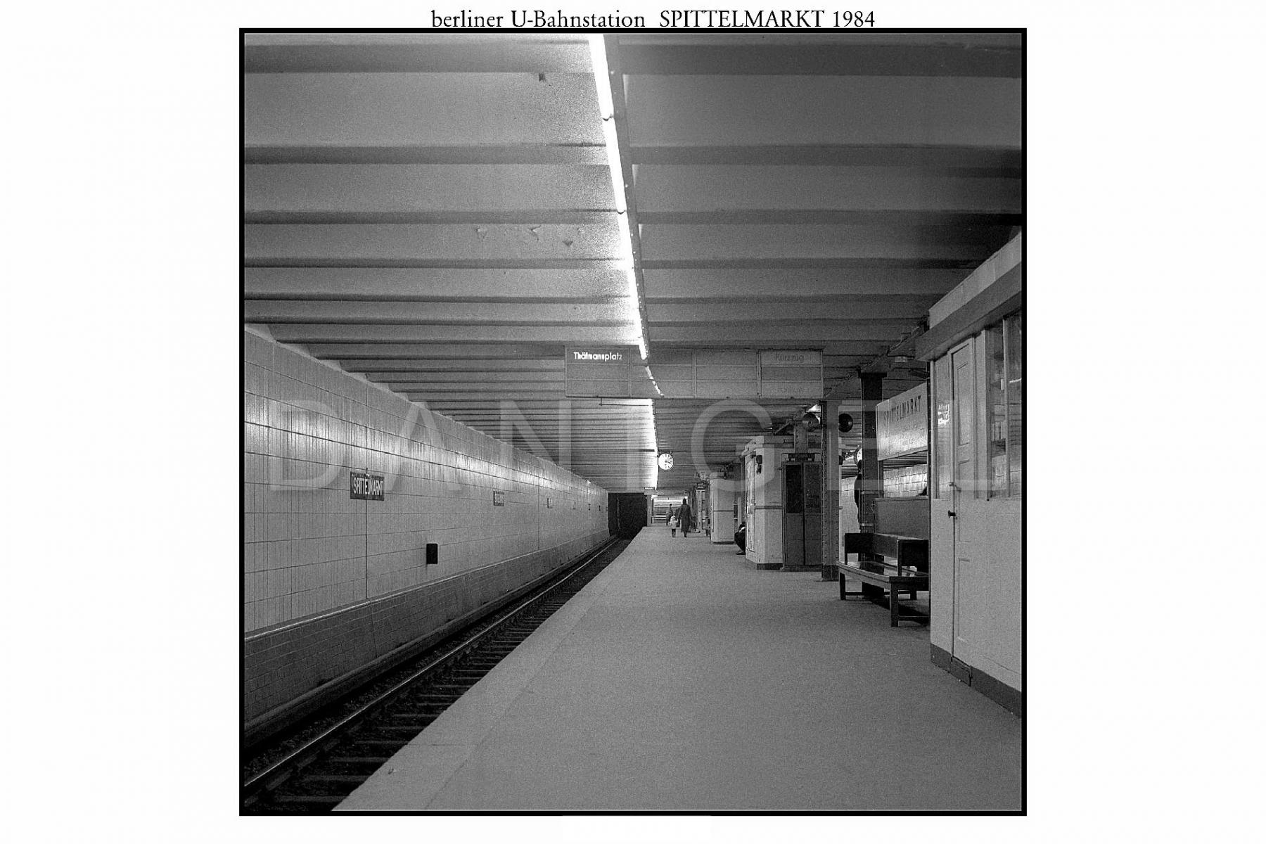 Nr01-140_U-Bahnhof-Spittelmarkt-1984
