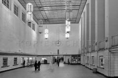 Nr01-073_Ostbahnhof-Schalterhalle-1977
