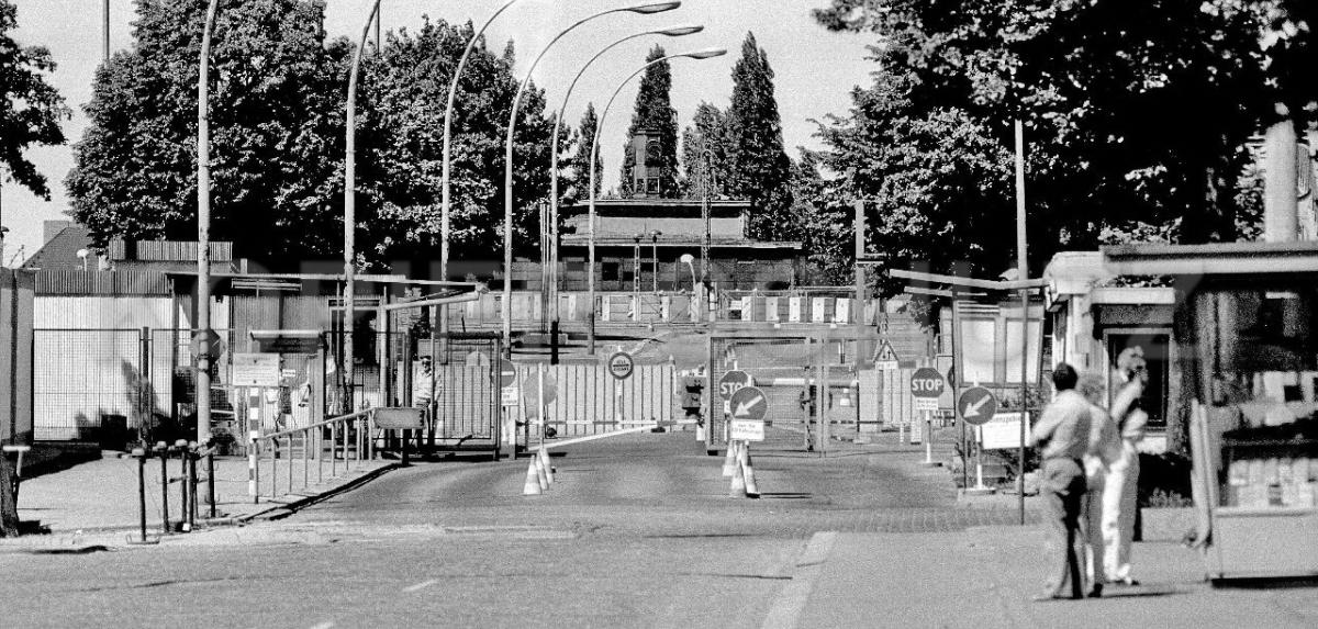 Nr03-01_2.6.1985-Grenzübergang-Bornholmerstr-