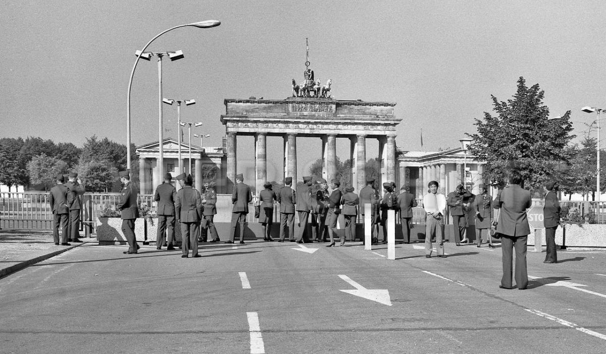 Nr03-08_1987-Brandenburger-Tor-Ostseite-US-Armee-