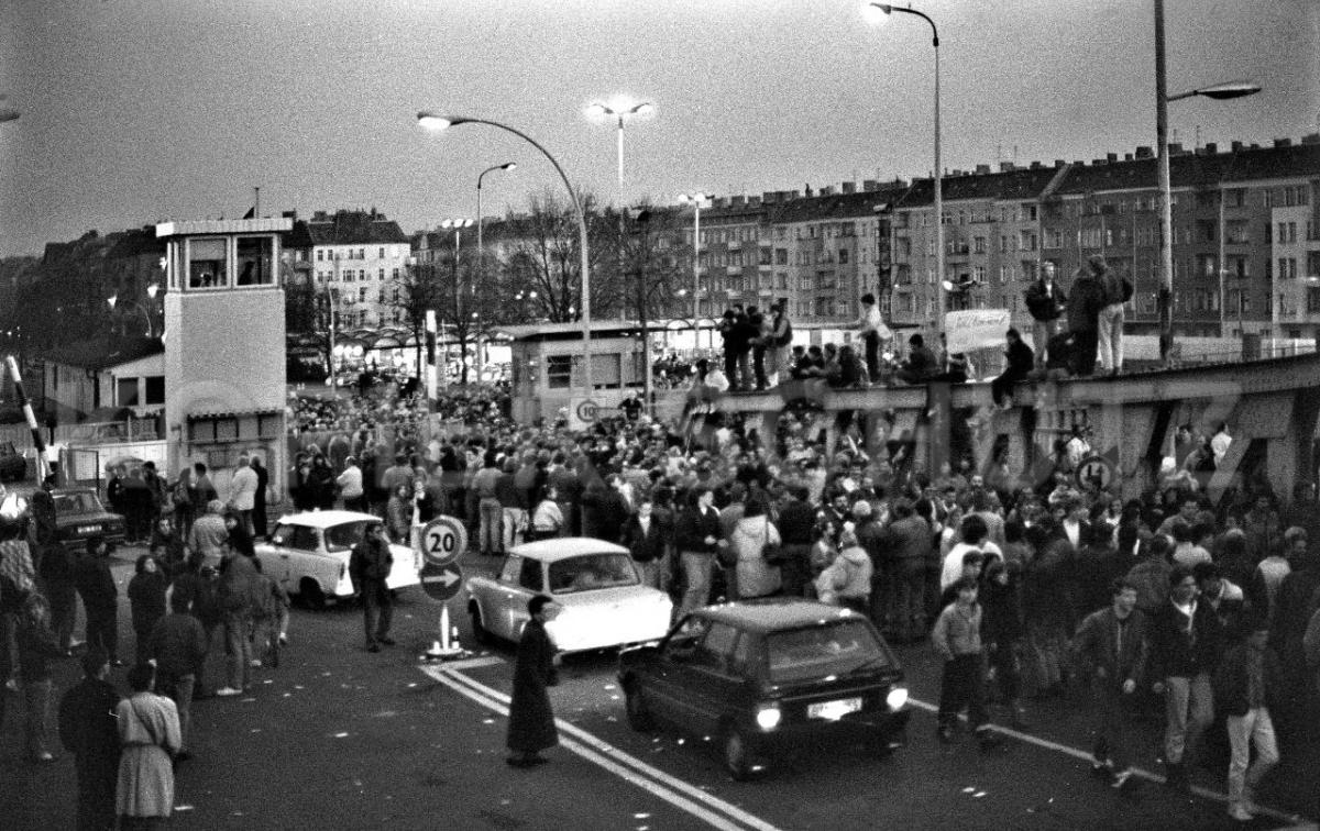 Nr03-18_10.11.1989-Grenzübergang-Bornholmerstr.-Bösebrücke-