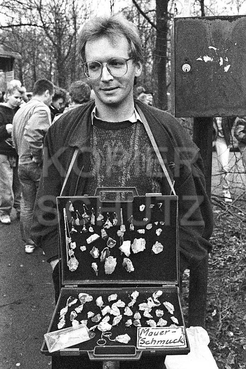 Nr03-33_22.12.1989-Brandenburger-Tor-Westseite-