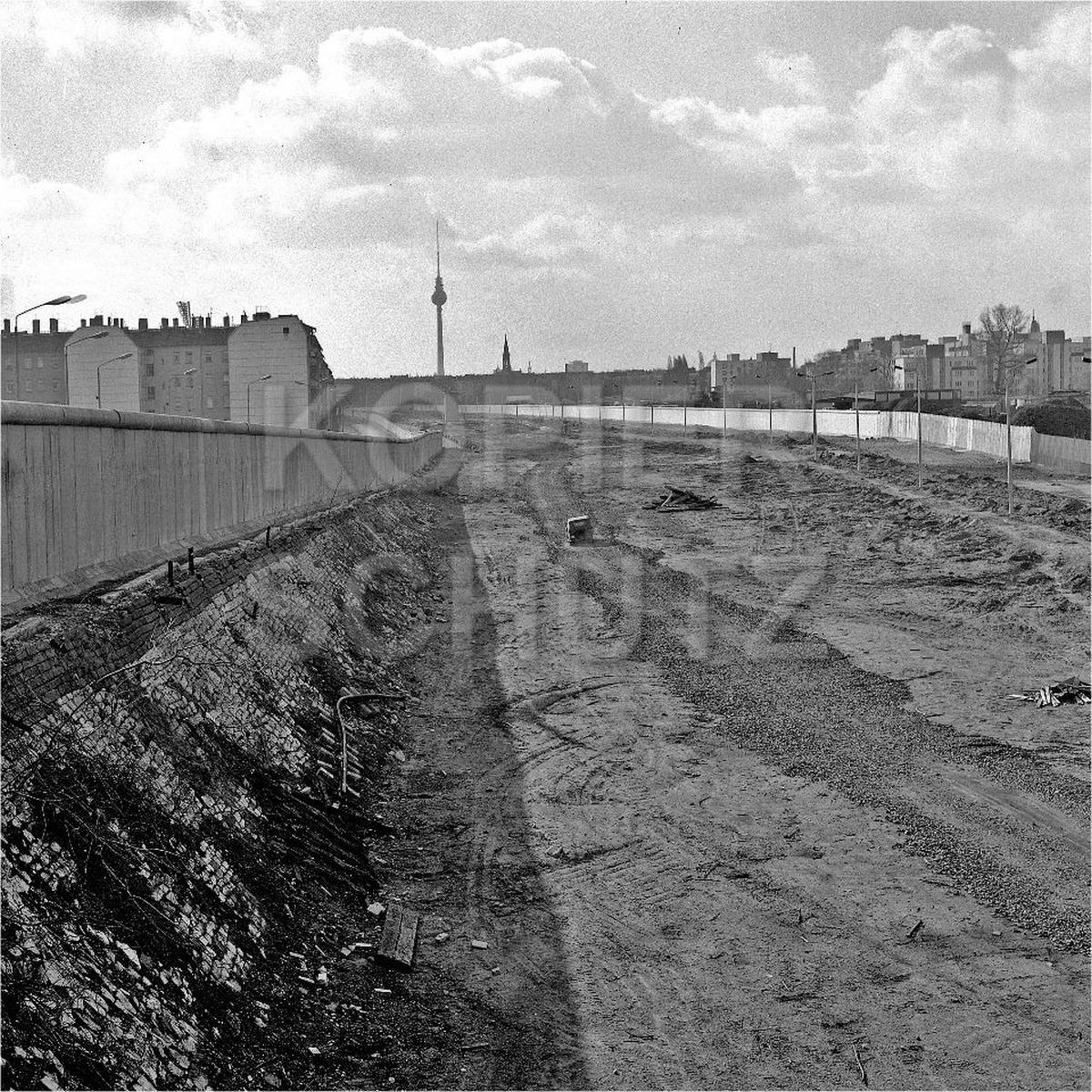 Nr03-97_2.4.1990-Norwegerstr-Helmut-Just-Str-