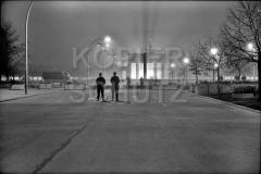 Nr03-20_13.11.1989-Brandenburger-Tor-Ostseite Pariser Platz , NVA Grenzsoldaten