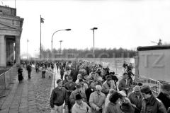 Nr03-35_25.12.1989-Brandenburger-Tor-Ausreise-Ostseite