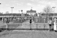Nr03-39_25.12.1989-Brandenburger-Tor-Ostseite