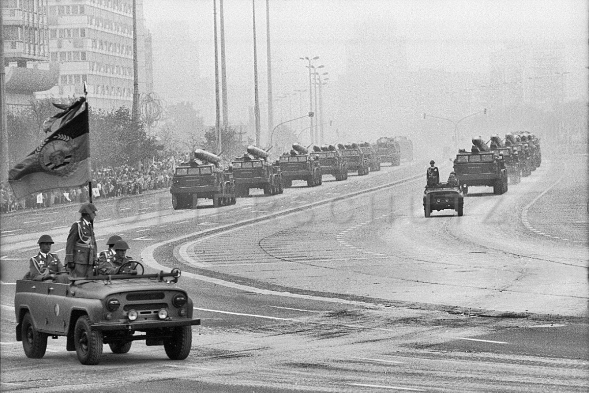 Nr07-011_Karl-Marx-Allee-Nationalfeiertag-7.10.1985