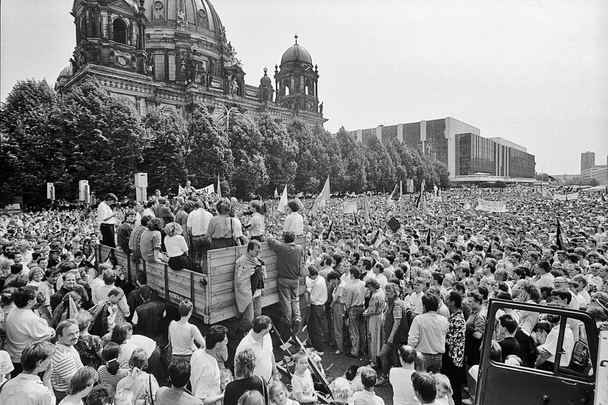 Nr07-034_PDS Demonstration im Lustgarten_02.06.1990