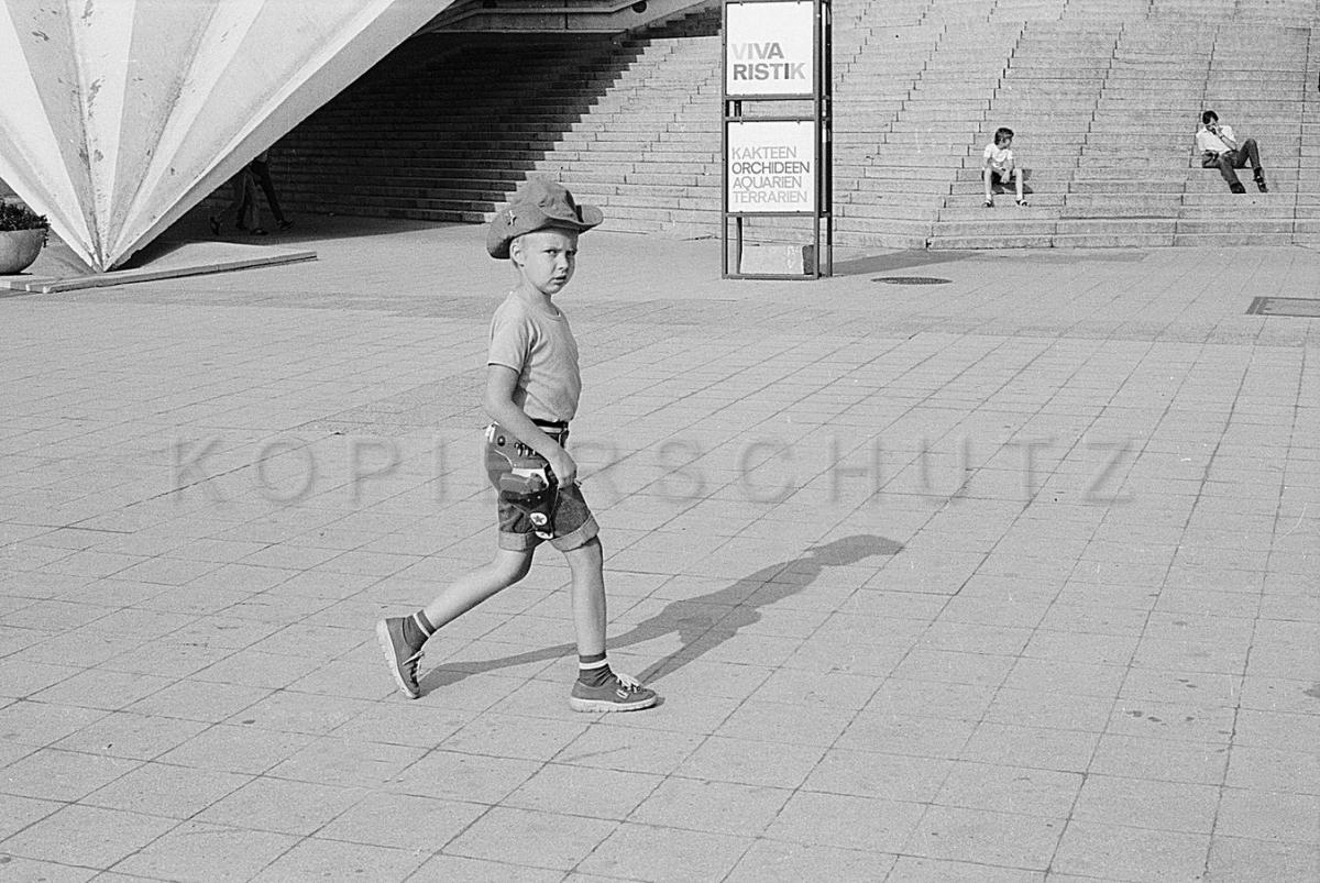 Nr06-041_Am Fernsehturm -1984