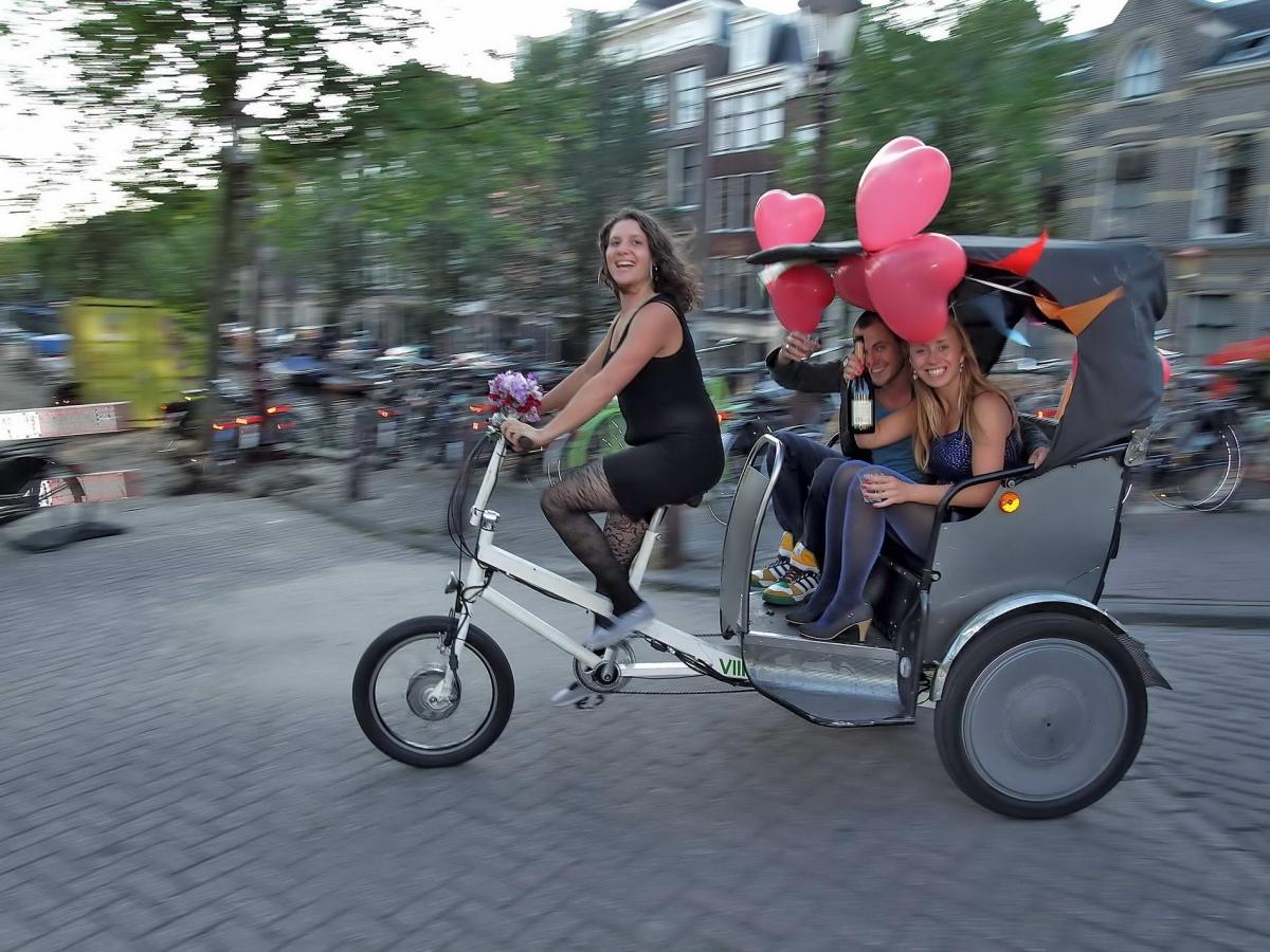 Nr.02c_45_Amsterdam-Sekt-Dreirad-2009