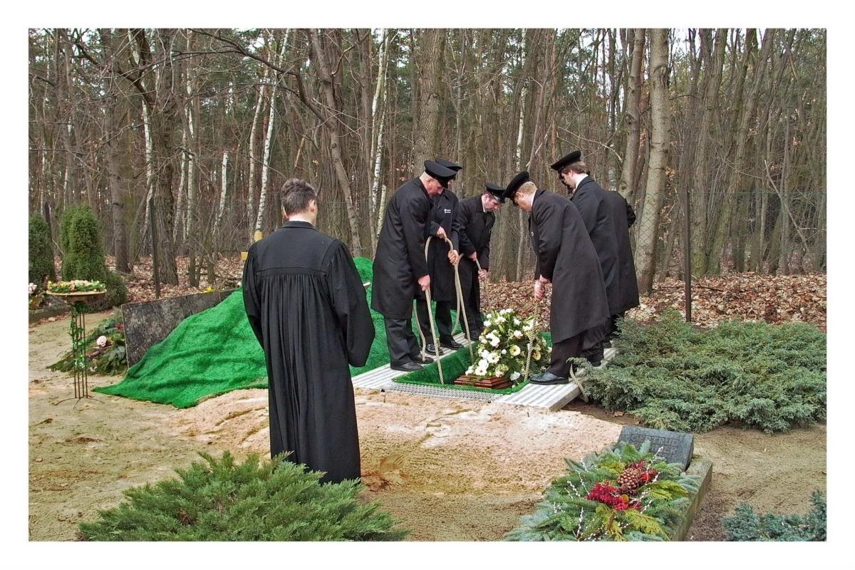 Nr.02c_46_Beerdigung-2004