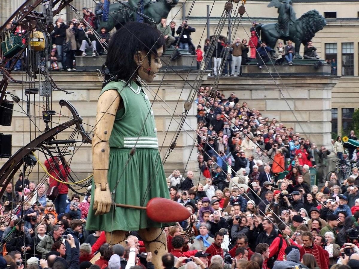 Nr.02c_72_2.10.2009-französische Straßenkunst-Gruppe Royal de Luxe