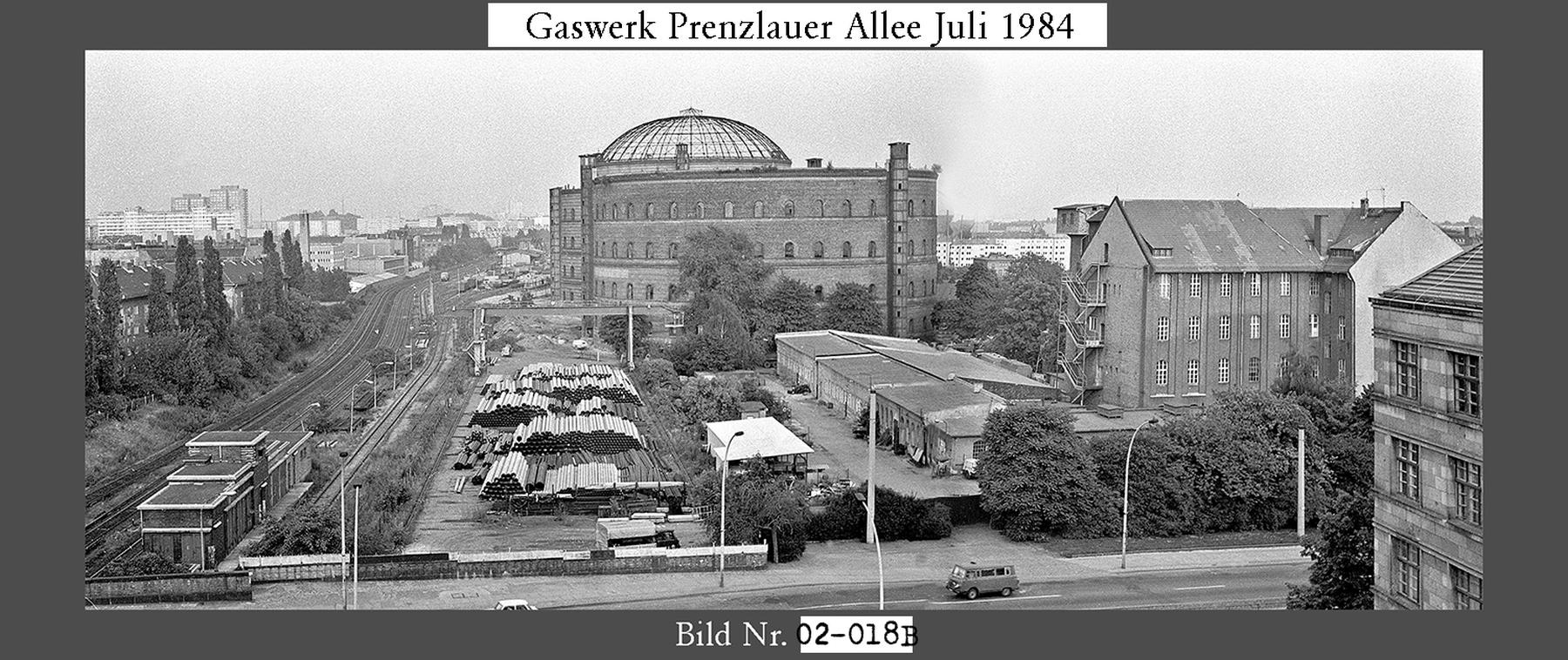 Nr02-018B_Gaswerk-Dimitroffstrasse-an-der-Prenzlauer-Allee-10.7.1984-