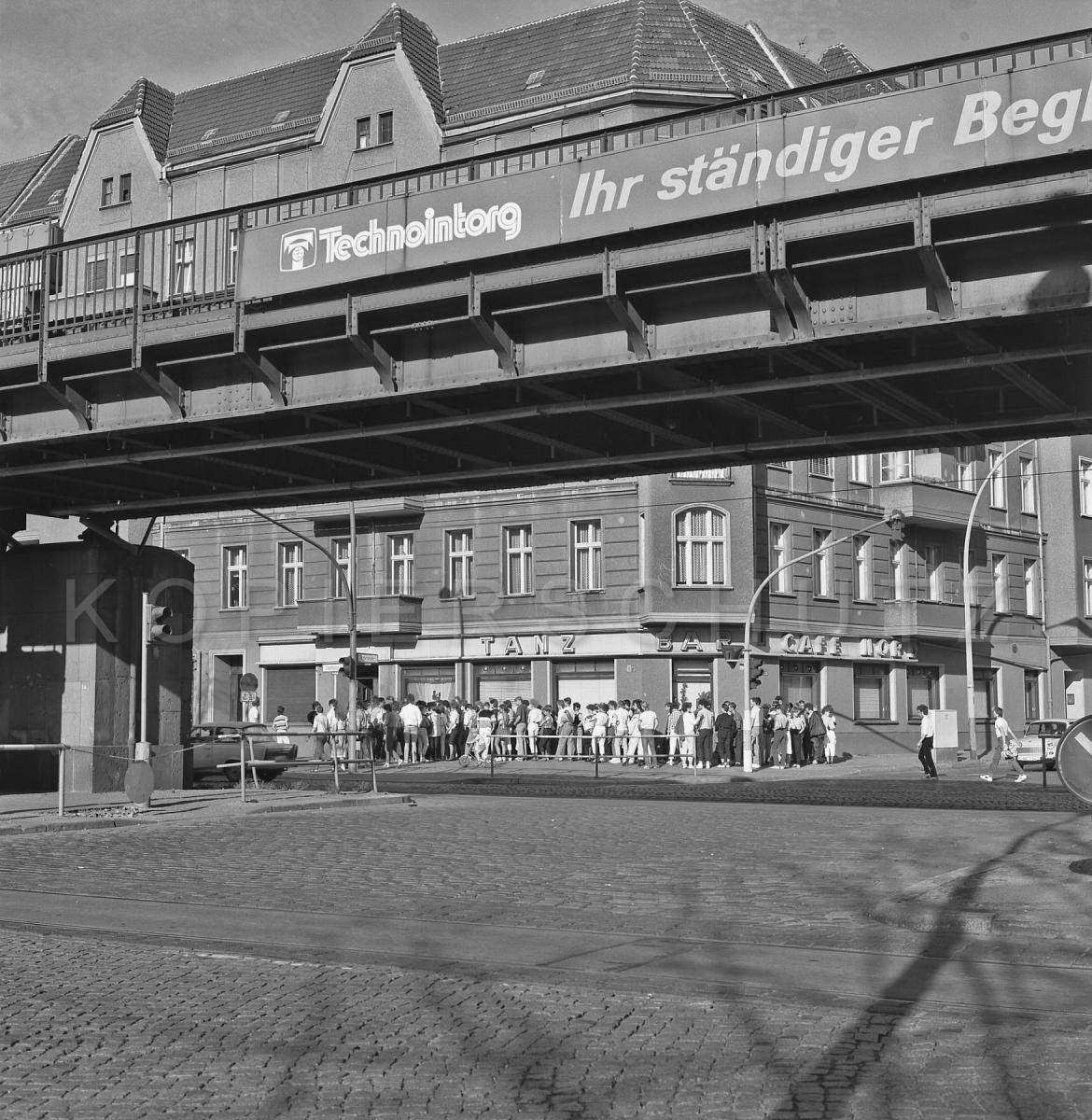 Nr02-065_Schönhauser-Allee-TANZ  BAR CAFE NORD-1987