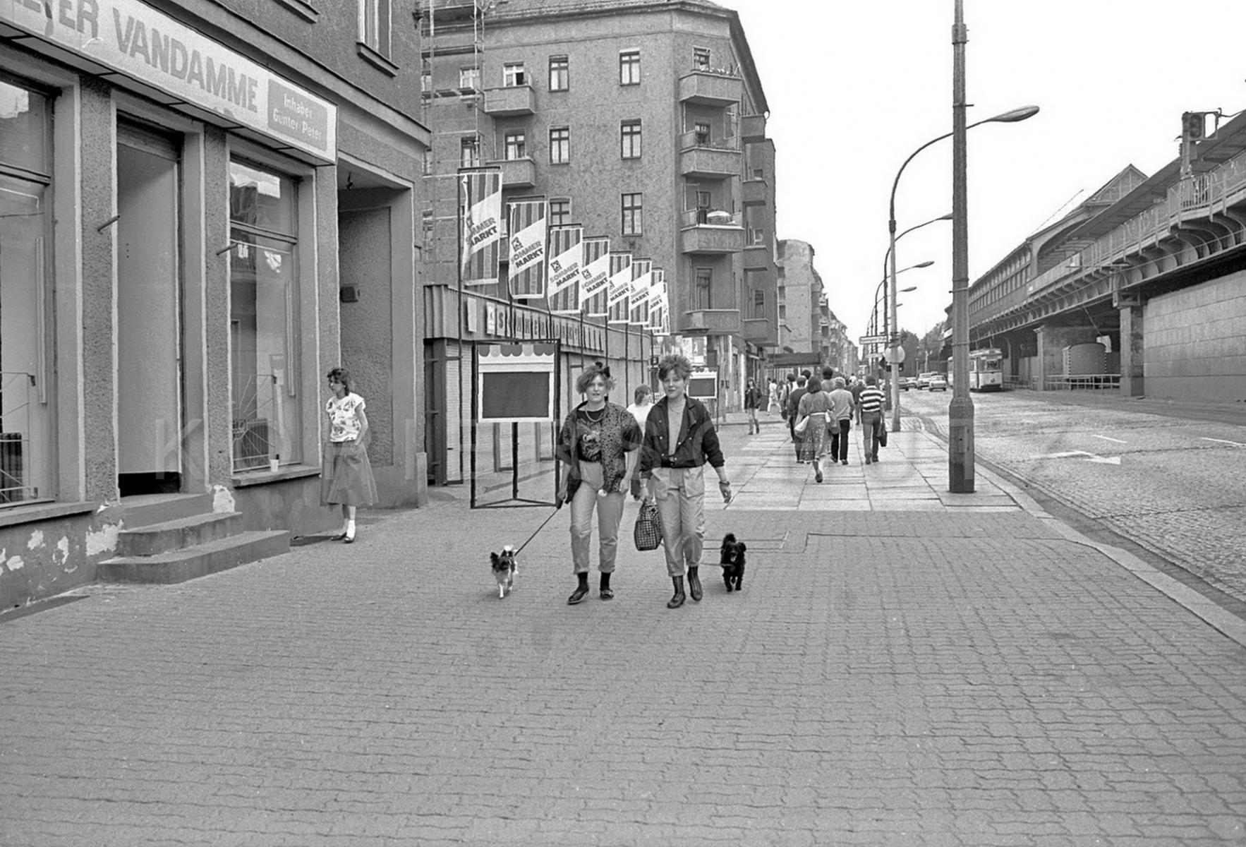Nr02-069_Schönhauser-Allee-7.6.1985