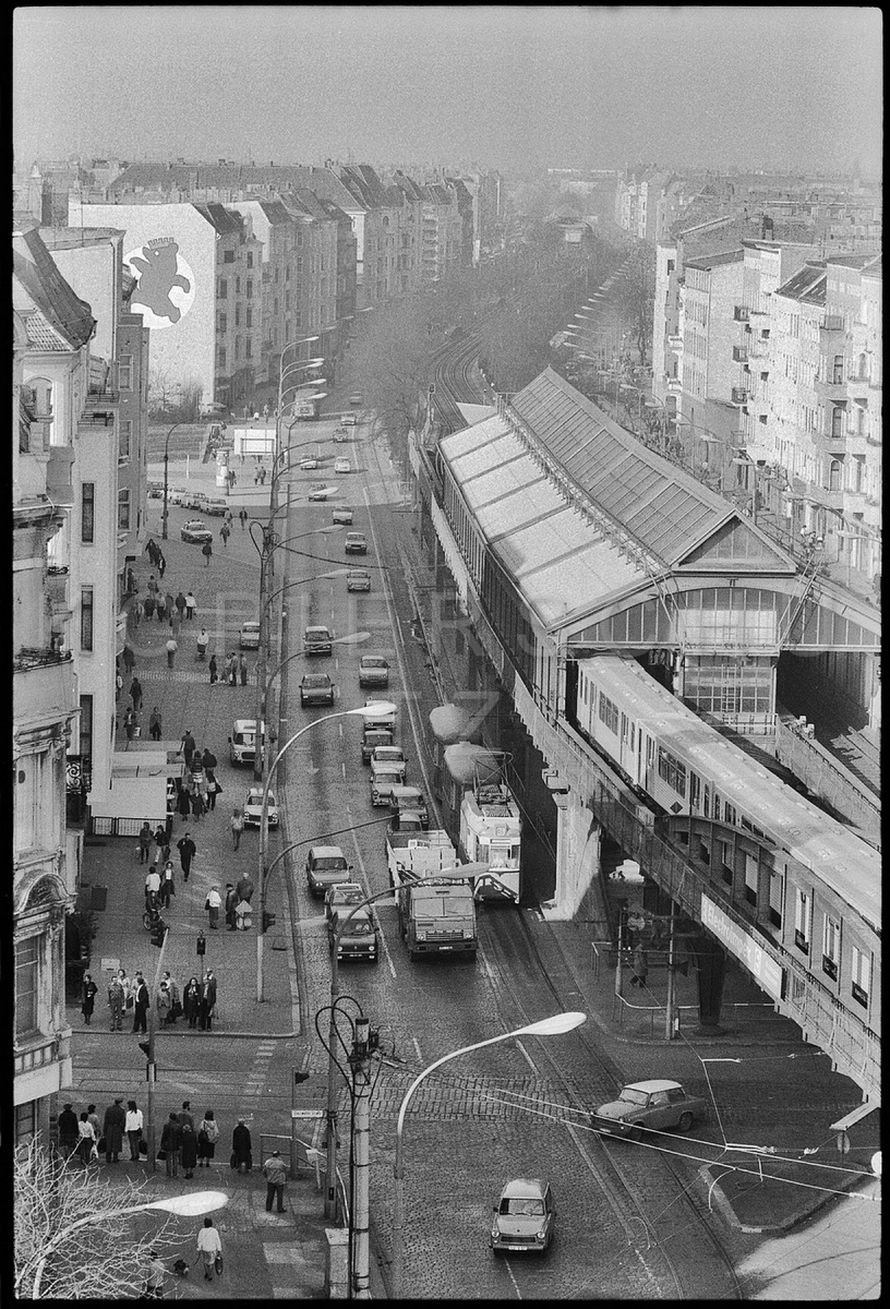 Nr02-087_Schönhauser-Allee-U-Bahnhof_DIMITROFFSTRSSE_7.3.1989