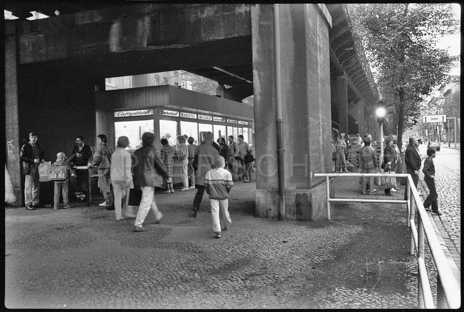 Nr02-090_Schönhauser-Allee-Konnopke-9.10.89