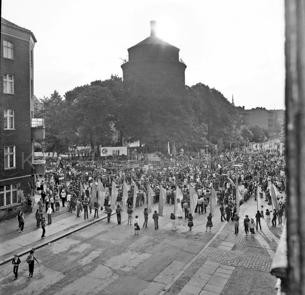Nr02-105_Wasserturm-Knaakstr.-21.5.1983
