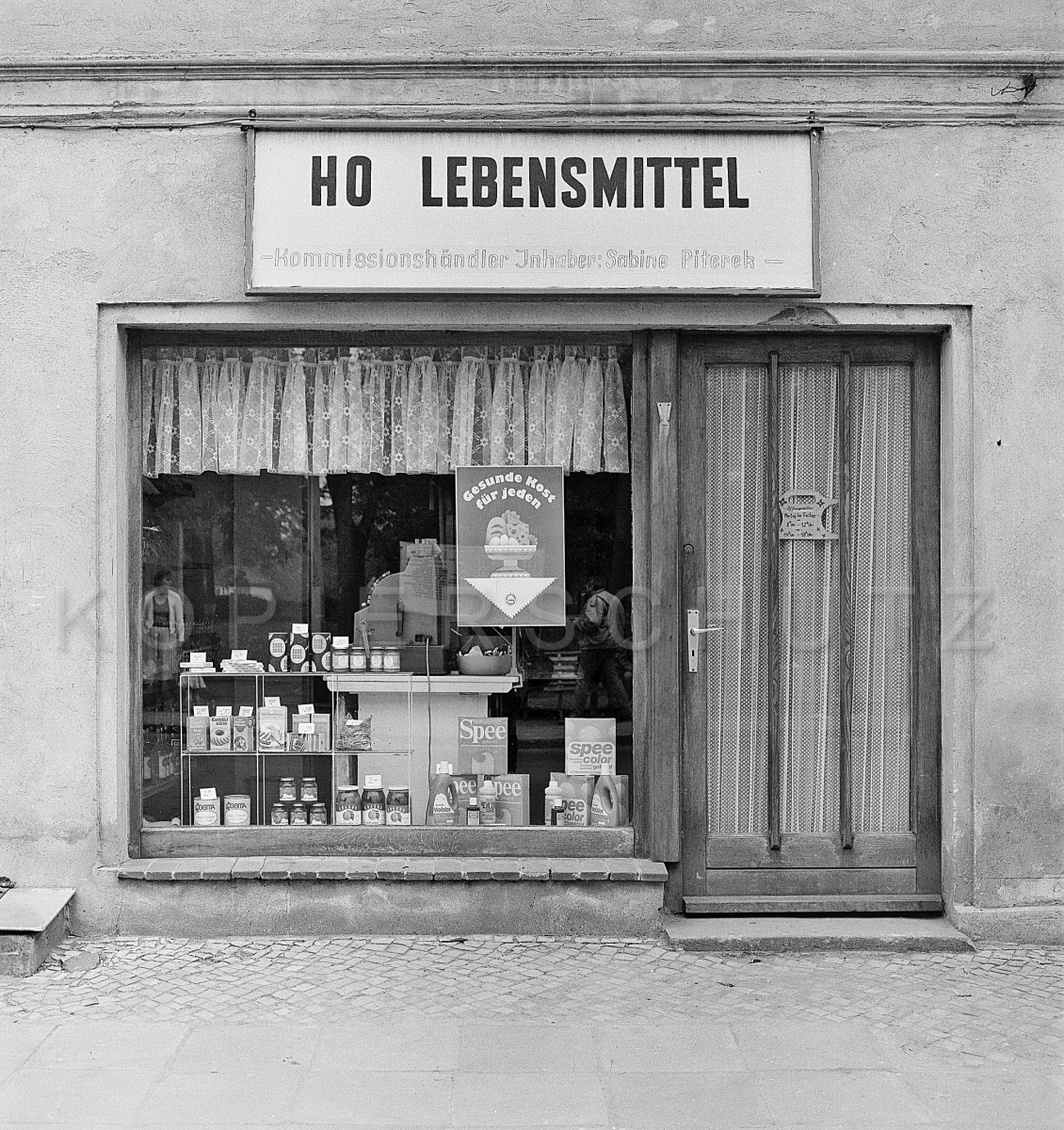 HO Lebensmittel LadenInhaberin Sabine Piterek