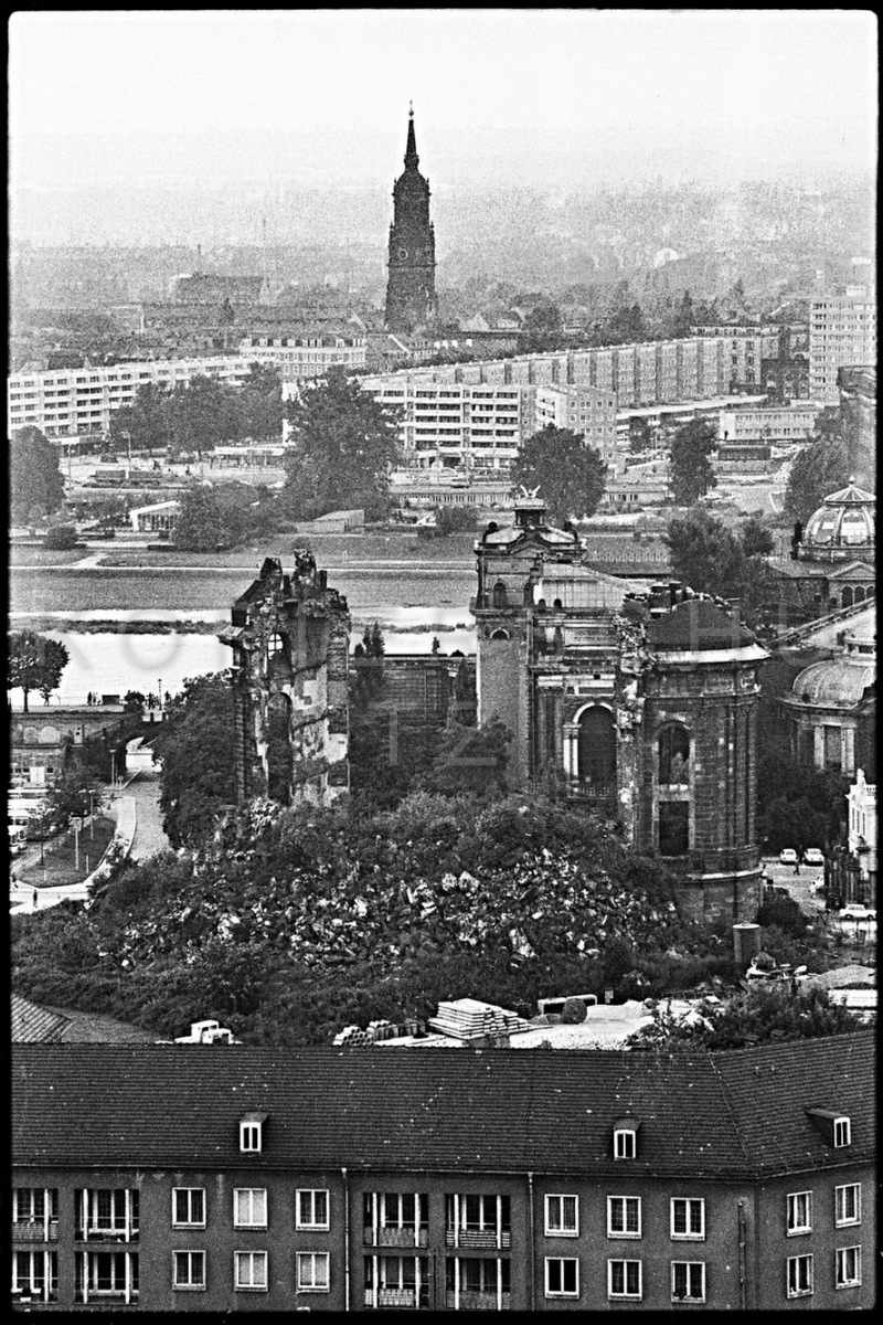 Nr13-035_Dresden-Frauenkirche-1980